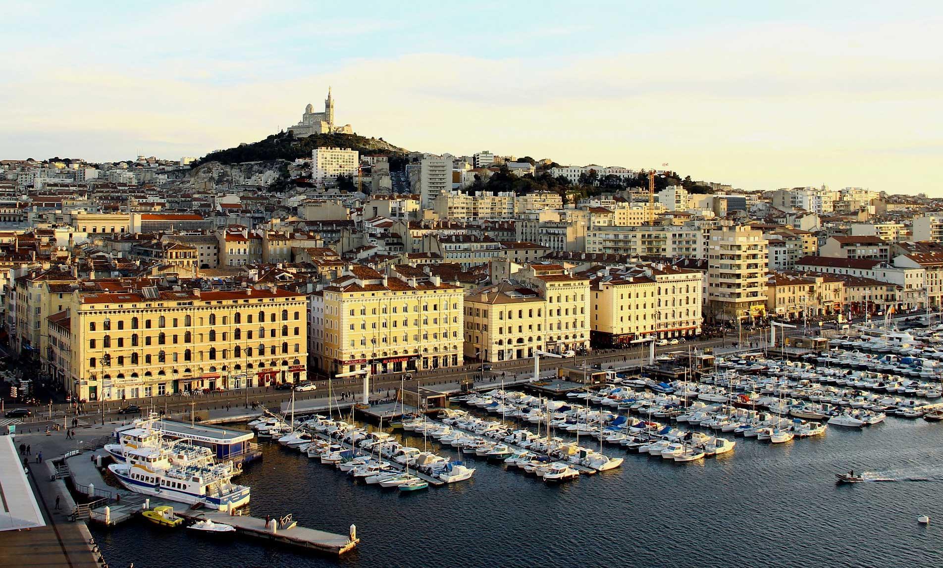 Vue panoramique de Marseille et du vieux port